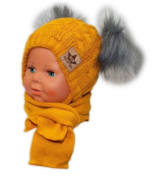 BABY NELLYS Zimní čepička s šálou - chlupáčkové bambulky - hořčicová, šedé bambulky - 6/18měsíců