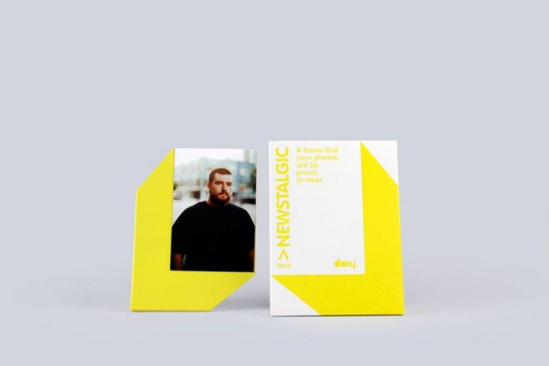 Stojánek na fotku 10x15 s magnetem - žlutá
