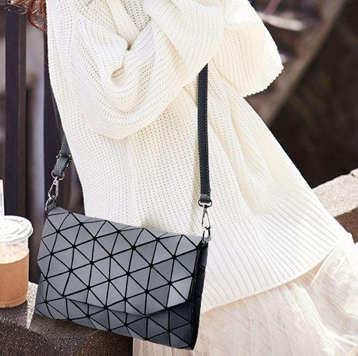 Geometrická kabelka - matná šedá