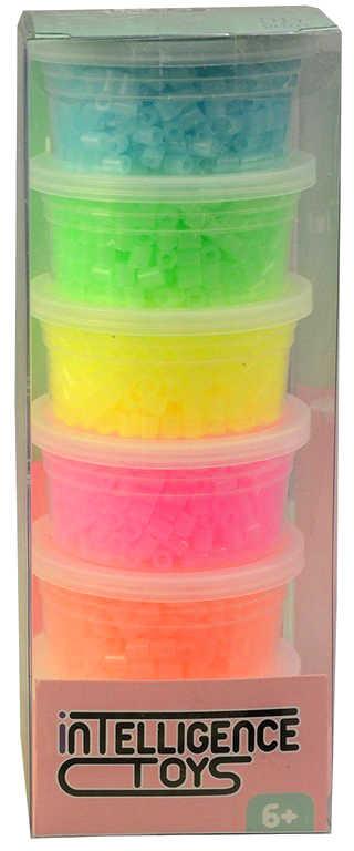 Korálky plastové k navlékání 6x 500ks neonové barvy v krabičce