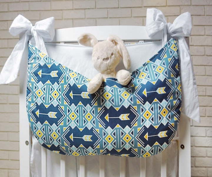 baby-nellys-kapsar-nejen-na-hracky-geometrie-barva-modra