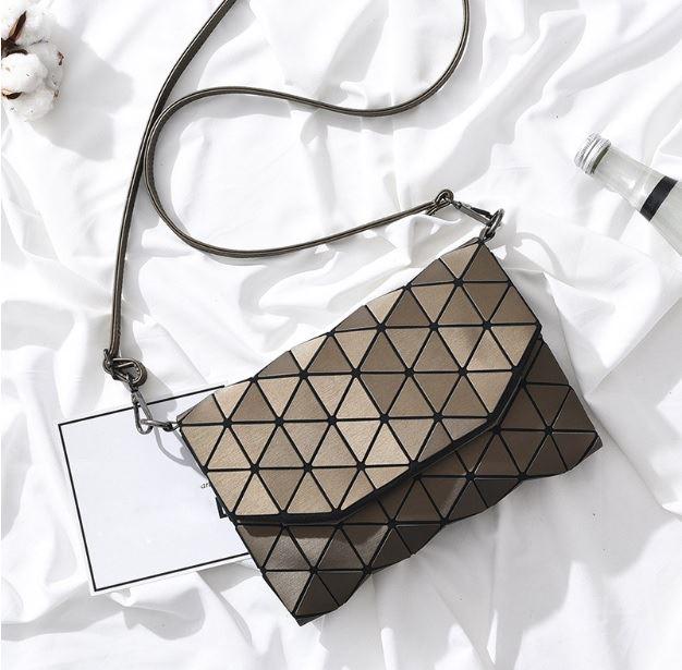 Geometrická kabelka - matná hnědá