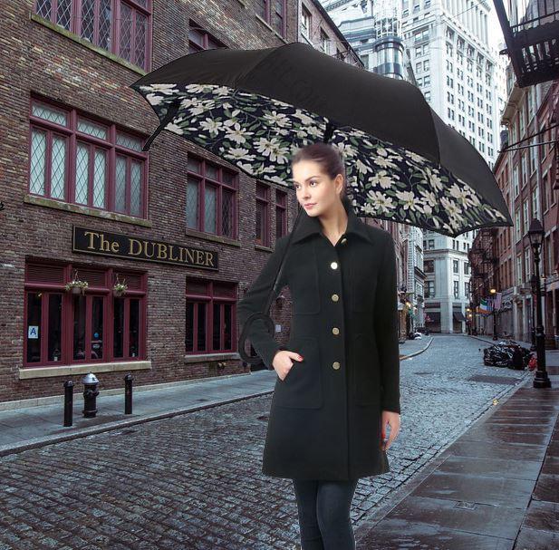 Obrácený deštník - bílé květiny