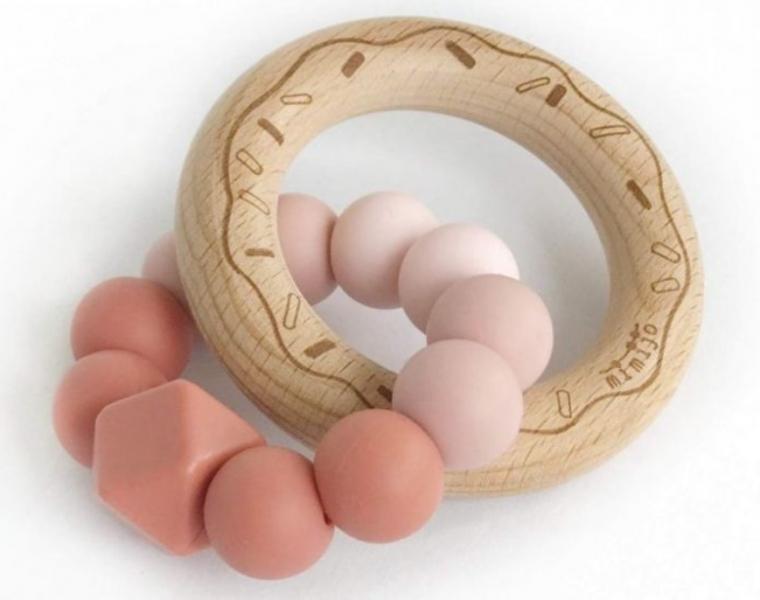 mimijo-silikonove-kousatko-donut-scarlett-ruzove-pudrove