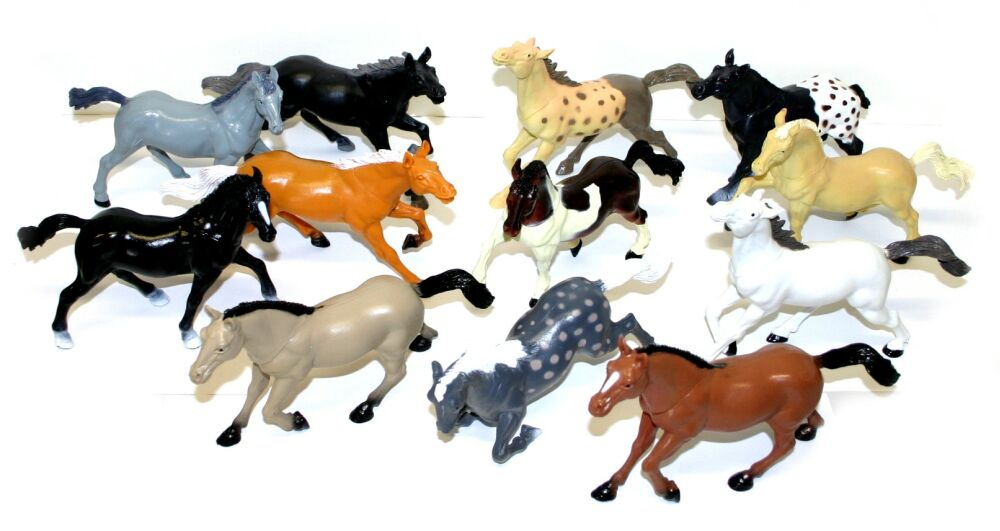 Kůň (koník) figurka z plastu 17 cm Různé druhy